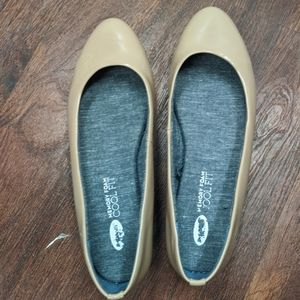 Dr. Scholl's beige patent leather flats